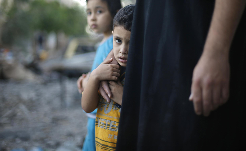 Ataques aéreos israelenses matam quatro crianças em praia de Gaza.