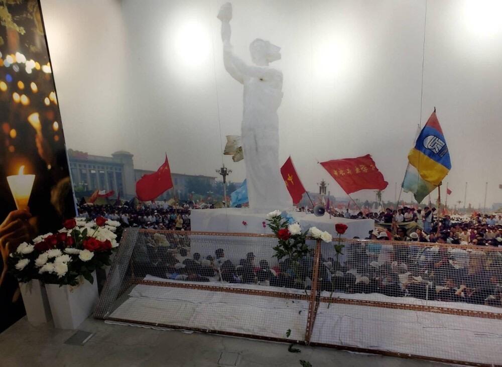 六四紀念館特開小區,供市民擺放鮮花紀念