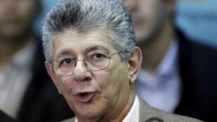 Le député de Caracas Henry Ramos Allup (en conférence de presse le 4 janvier 2016) est le nouveau président de l'Assemblée nationale vénézuélienne.