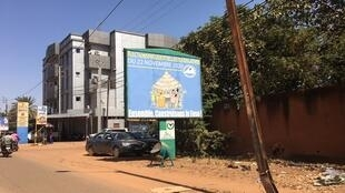 Une affiche de la Céni à Ouagadougou lors du double scrutin présidentiel et législatif au Burkina Faso, le 20 novembre 2020.