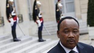 Le président Issoufou au palais de l'Elysée à Paris, le 10 mai 2013.