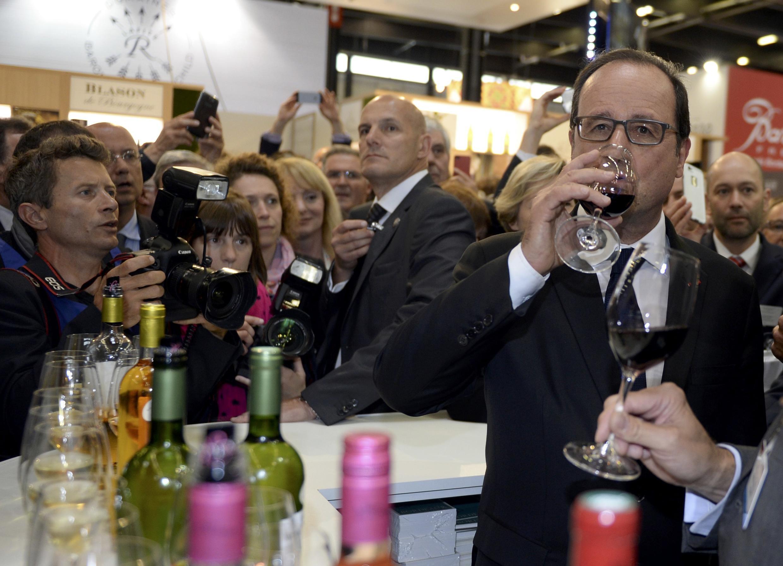 François Hollande é o primeiro presidente francês a participar da inauguração da Vinexpo.