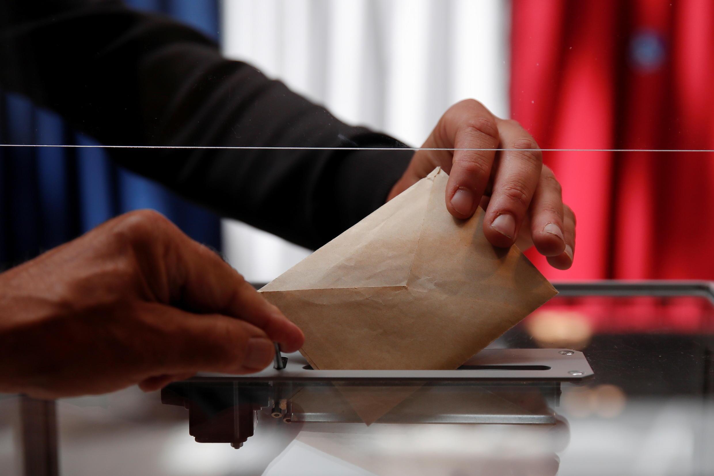 Голосование местного значения с локальной повесткой политические партии тем не менее рассматривают как проверку сил перед решающей битвой на выборах президента и парламента в 2022 году.