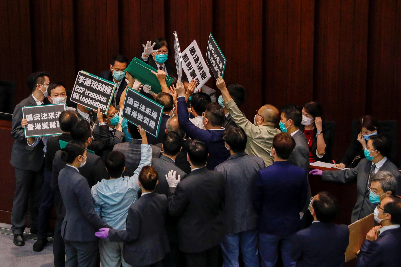 香港民主派立法会议员抗议港版国安法立法抗议资料图片