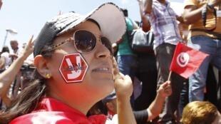 Partisane de Nida Tounes, le 29 juin 2013 lors du sit-in devant l'Assemblée nationale constituante.
