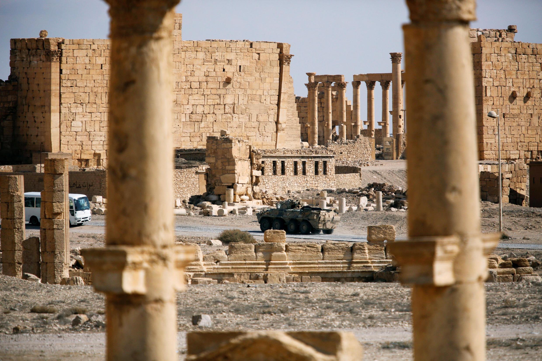 Char russe au milieu des ruines de Palmyre, le 4 mars 2017.