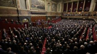 Les députés et sénateurs français réunis, le 16 novembre 2015, à Versailles pour entendre les mesures de François Hollande après les attentats de Paris.