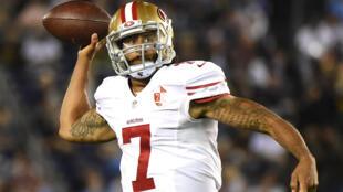 Le «quarterback» Colin Kaepernick des 49ers lors d'un match contre les San Diego Chargers, le 1er septembre 2016.