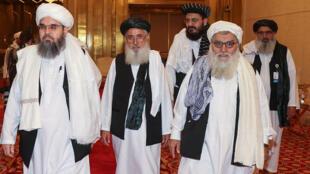 Una delegación de talibanes afganos asiste a una sesión de las discusiones de paz con el gobierno afgano en Doha, el 17 de julio de 2021