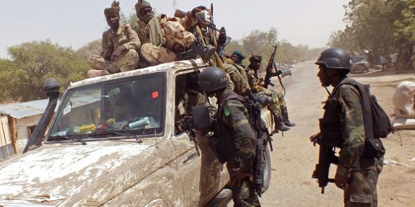 Wasu sojin Kamaru dake cikin rundunar dakarun hadin gwiwar kasashe masu fama da rikicin Boko Haram a Fotokol. 19/2/2015.