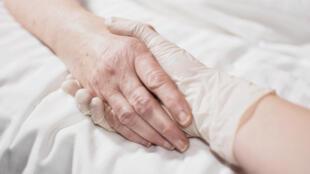 Un sondeo del lunes 12 de febrero de 2018 en Chile reveló que 68% de la población aprobaría recurrir a la eutanasia.