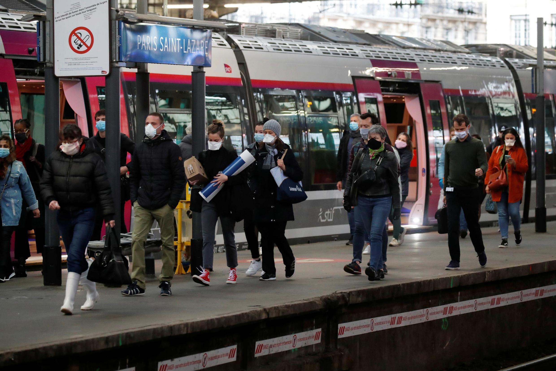 Ảnh chụp tại ga Saint-Lazare, Paris, ngày 11/05/2020, ngày đầu tiên Pháp dỡ bỏ phần nào lệnh phong tỏa.