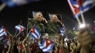 L'hommage des habitants de Santiago à Fidel Castro samedi 3 décembre 2016. Le «lider maximo» est inhumé ce dimanche matin au cimetière Santa Ifigenia de Santiago.