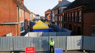 Cảnh sát tại nơi xẩy ra sự cố đầu độc mới bằng Novichok, ở Amesbury, Anh Quốc, ngày 5/07/2018.
