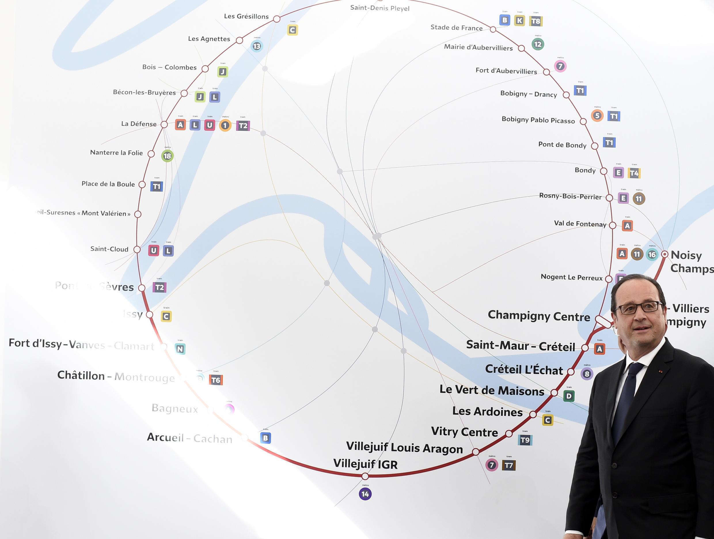 El presidente francés François Hollande en la inauguración de la exposición sobre el Grand Paris Express, en junio de 2015.