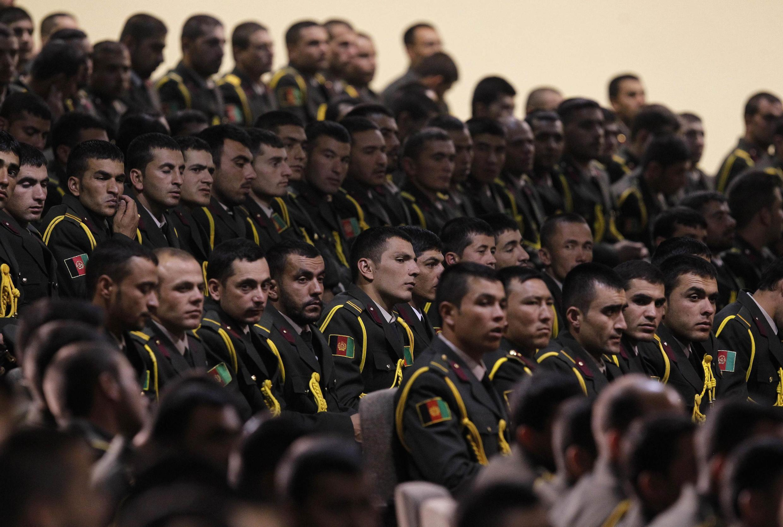 Les officiers de la Défense afghane présents à la cérémonie de passation de relais du 18 juin 2013, dans la région de Kaboul.