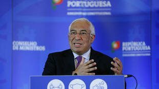 Le Premier ministre portugais Antonio Costa détaille les restriction qu'il a décidées pour lutter contre le Covid-19 lors d'une conférence de presse le 13 janvier 2021 à Lisbonne.