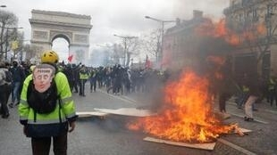 3月16日黃背心抗議運動第18輪暴力再現巴黎香街街頭