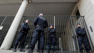 圖為加泰羅尼亞領袖5日投案的比利時布魯塞爾警局