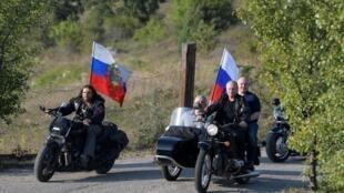 В Крым Владимир Путин въехал в составе мотоколонны, лично сев за руль мотоцикла «Урал».