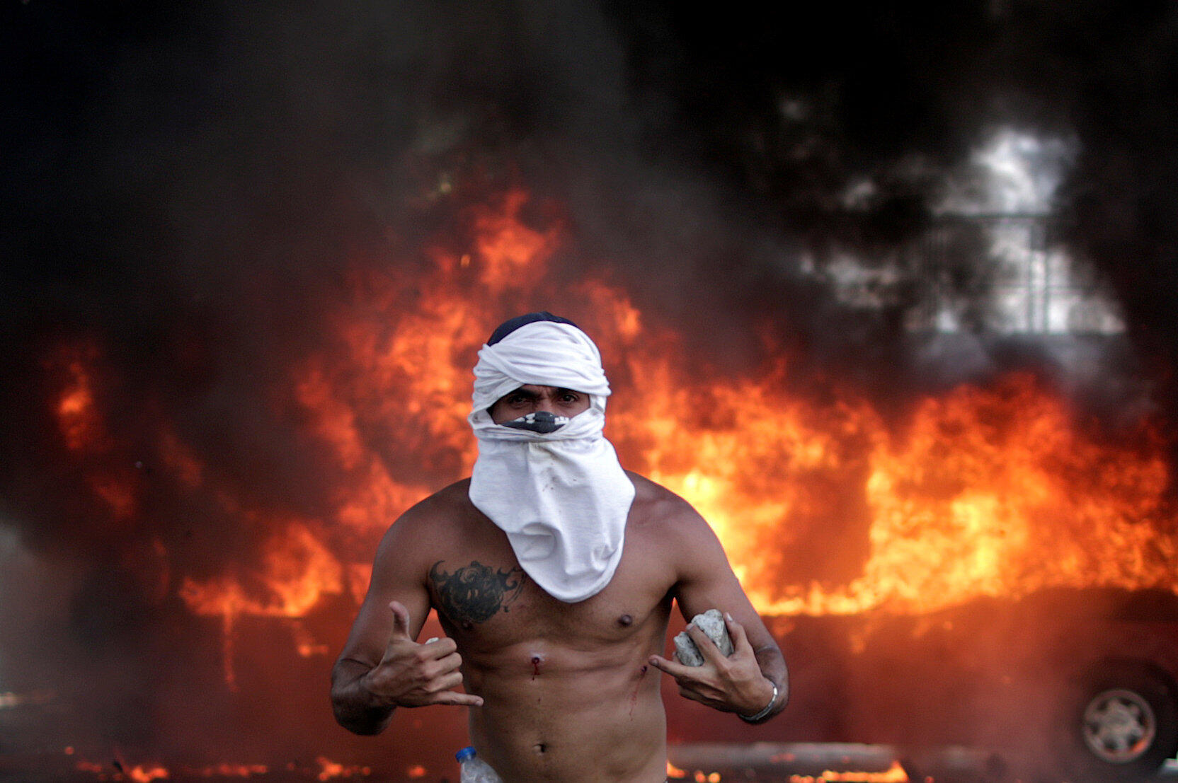 Affrontements à la base aérienne Generalisimo Francisco de Miranda, dite La Carlota, à Caracas.