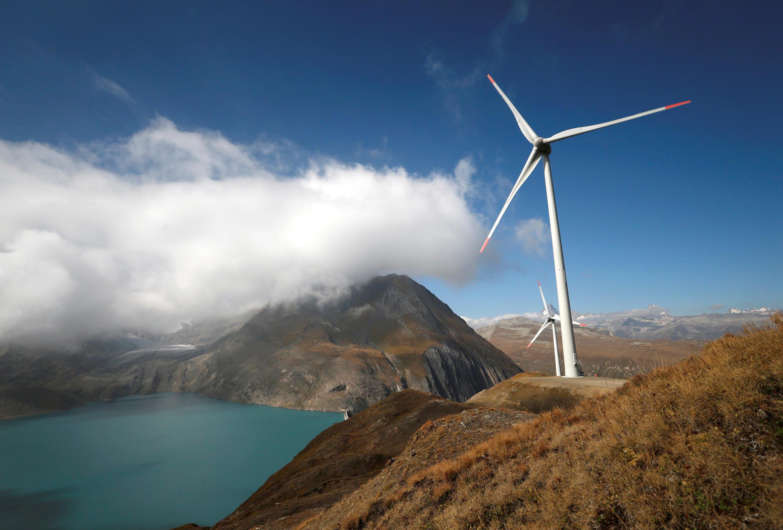 Una turbina eólica en Gries, Suiza, el 30 de septiembre de 2016.