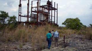 Ici, on voit ce qui reste des infrastructures de la mine d'uranium de Shinkolobwe, près de la ville de Likasi en République démocratique du Congo.