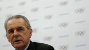 Chủ tịch Ủy ban Thế vận Quốc tế ( CIO ) Jacques Roggue trong cuộc họp báo ngày 13/02/2013 tại Lausanne.