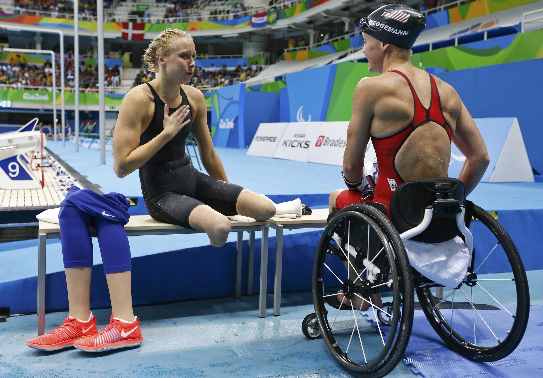 Jessica Long e Mallory Weggemann, atletas paralímpicos norte-americanos