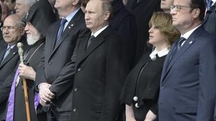 فرانسوا هولاند، رئیس جمهوری فرانسه و ولادیمیر پوتین همتای روس او، از جمله مقامات سیاسی خارجی بودند که در مراسم یکصدمین سال قتل عام ارامنه که بامداد امروز در ایروان برگزار شد شرکت کردند. جمعه ٤ اردیبهشت/ ٢٤ آوریل ٢٠١۵