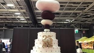 The Salon du Chocolat, the largest chocolate event in the world, celebrates its 25th edition with a pure vanilla and soft chocolate cake designed by Philippe Conticini and his team