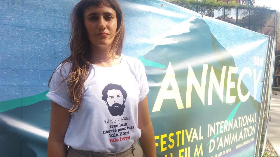 Foto da diretora Nara Normande em Annecy viralizou nas redes sociais.