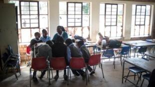 Encore aujourd'hui dans la province du Limpopo, près de 50 000 écoliers n'ont pas accès à des latrines décentes. Et certaines écoles n'ont toujours pas d'accès à l'eau courante.