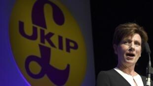 A nova líder do Ukip, Diane James, 56 anos, discursa em Bornemouth, sul da Inglaterra.