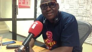 Prof jay katika studio za RFI Kiswahili Dar es Salaam