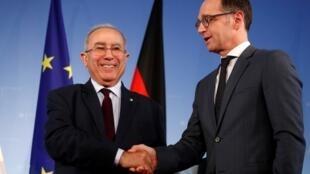 Le vice-Premier ministre algérien Ramtane Lamamra et le ministre allemand des Affaires étrangères Heiko Maas, le 20 mars à Berlin.
