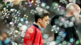 德国籍土耳其裔中场球星厄齐尔(Mesut Özil)挺维族 中国粉丝怒喊封杀         2019年12月13日