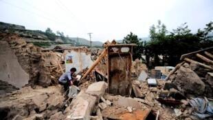 甘肃定西岷县7月22日地震后的废墟2013年7月23日。