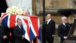 La dépouille de Margaret Thatcher quittant la chapelle Sainte-Mary Undercroft, sur la place de Westminster, le 17 avril 2013.