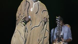 Tiken Jah Fakoly lors d'un concert à Abidjan, le 4 novembre 2012.