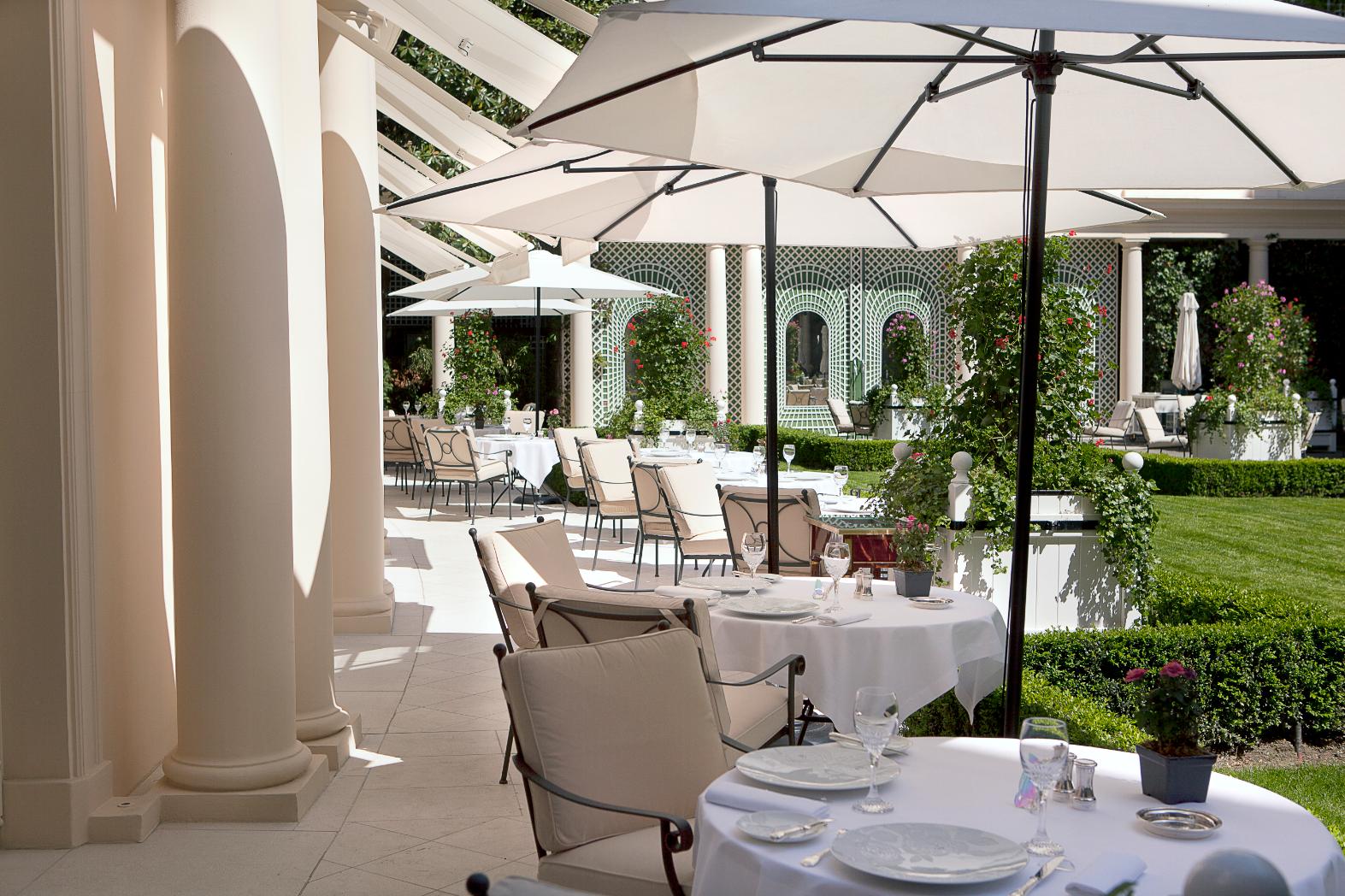 Терраса ресторана Epicure в отеле Le Bristol