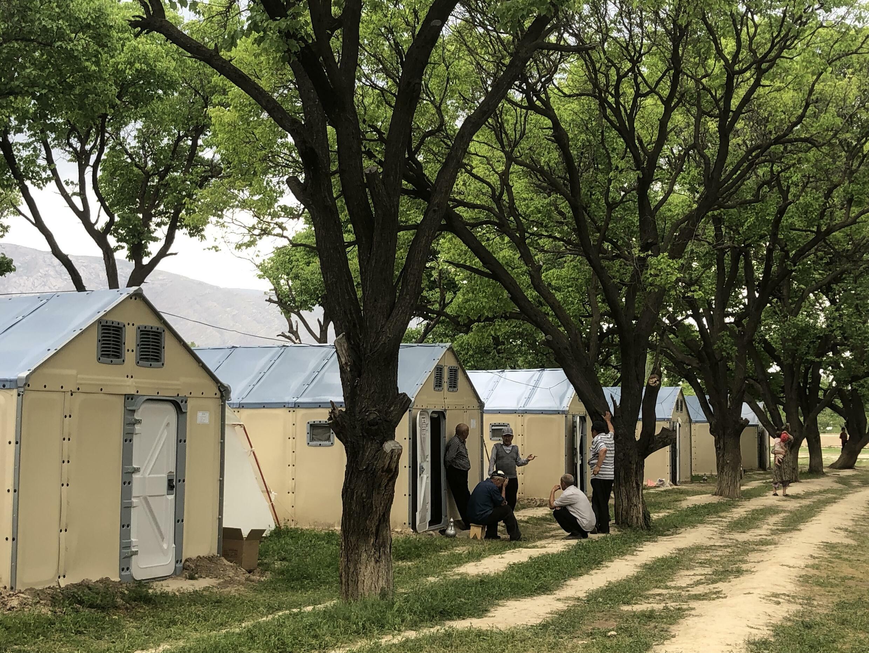Палаточный лагерь для лишившихся своих домов жителей села Кок-Терек. Баткенская область, Кыргызстан, май 2021 г.