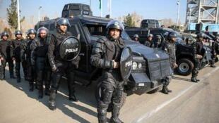 استقرار مأموران یگان ویژه انتظامی در نقاط مختلف تهران