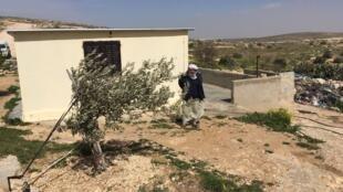 Ce hameau situé au sud de la Cisjordanie se trouve dans une zone dite « de tir » par l'armée israélienne et est menacé de démolition. Les résidents palestiniens ont déposé un recours devant la Cour suprême israélienne resté sans réponse depuis 19 ans.