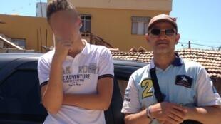 Abderazak (d.) et son fils (g.), le 24 juin dernier en Turquie, juste après avoir passé la frontière syrienne et quitté sa brigade jihadiste.