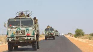Des renforts militaires sont en route depuis Khartoum pour l'État de Gedaref pour être déployés à la frontière éthiopienne. Des camions chargés de soldats, de pièces d'artilleries et des blindés.