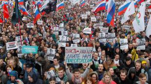 Les manifestants à Moscou dénoncent la mise à l'écart de candidats indépendants aux élections locales de septembre prochain. Le 10 août 2019