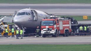 Следствие считает, что действия пилотов могли способствовать распространению огня в самолете