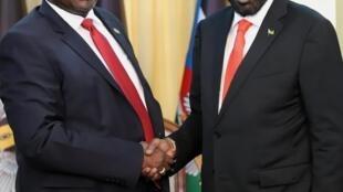 Le président sud-soudanais, Salva Kiir aux côtés de Riek Machar, à Juba, le 19 octobre 2019 (illustration).