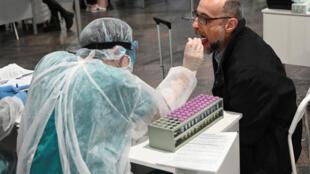 В московском аэропорту Шереметьево проводятся тесты пассажиров на коронавирус